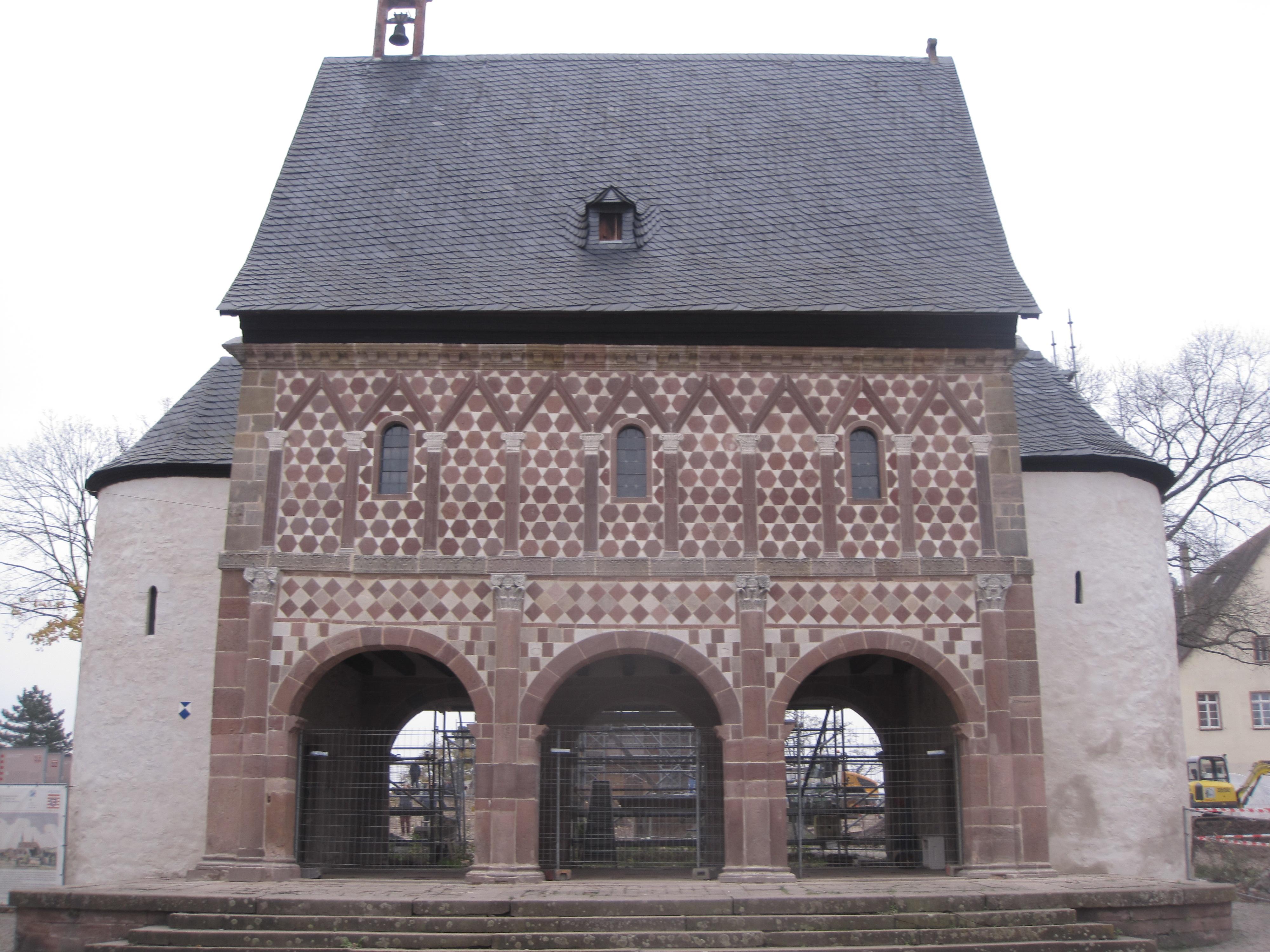 Die karolingische Torhalle in Lorsch – sichtbar, erlebbar, konsumierbar? › Denkmale › SciLogs - Wissenschaftsblogs